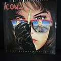 Icon - right between