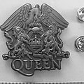 Queen  shaped pin speld badge  n7