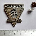 Alice Cooper shaped pin badge  n4