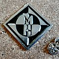 Machine head metal shaped pin speld badge