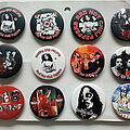 Red Hot Chilli Peppers - Pin / Badge - various new buttons 4.4 cm  --  b86