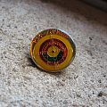 DEF LEPPARD Pyromania (yellow target) vintage enameled circle pin