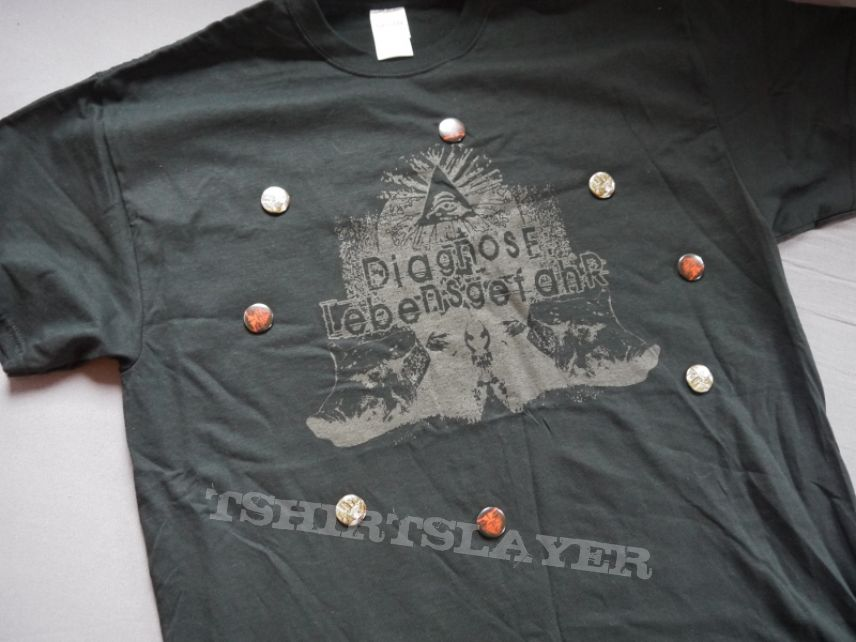 Diagnose:Lebensgefahr Logo Shirt & Pins