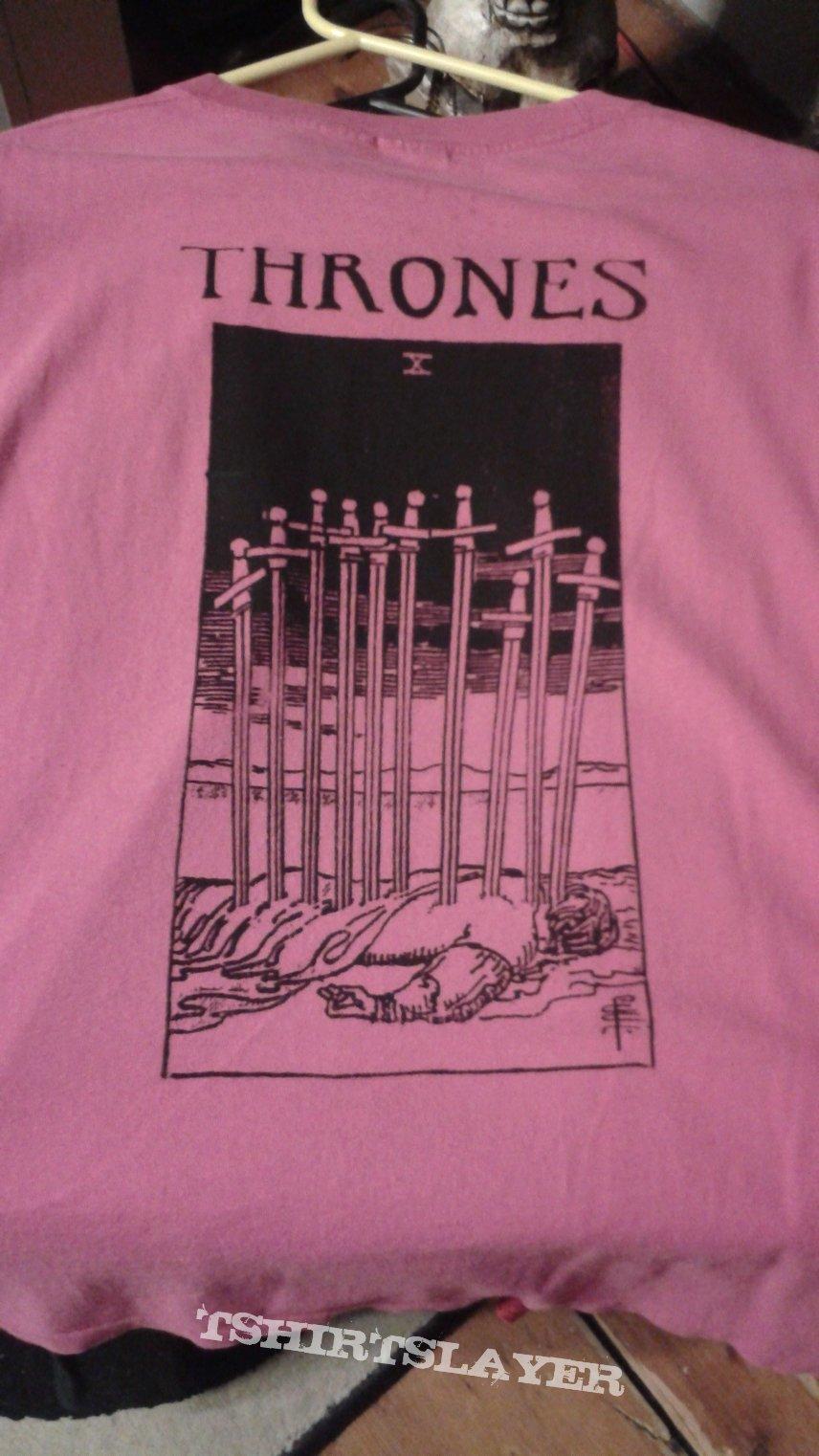 Thrones tarot card design t-shirt.