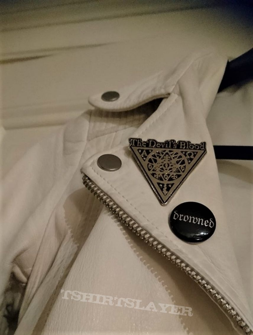 simple white leatherjacket