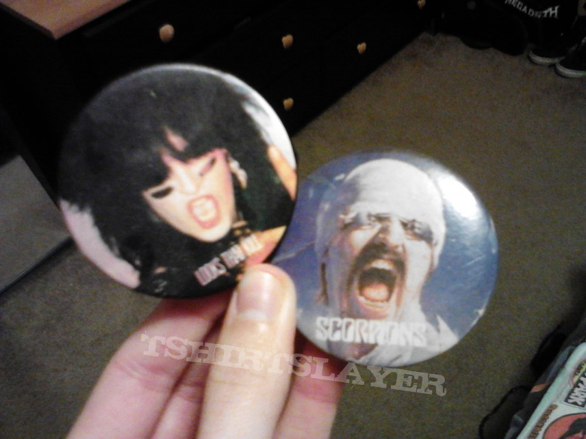 Other Collectable - Motley Crue and Scorpions buttons