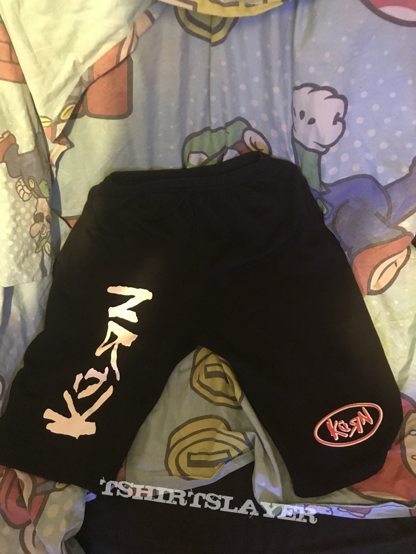 Korn - shorts - life is peachy logo