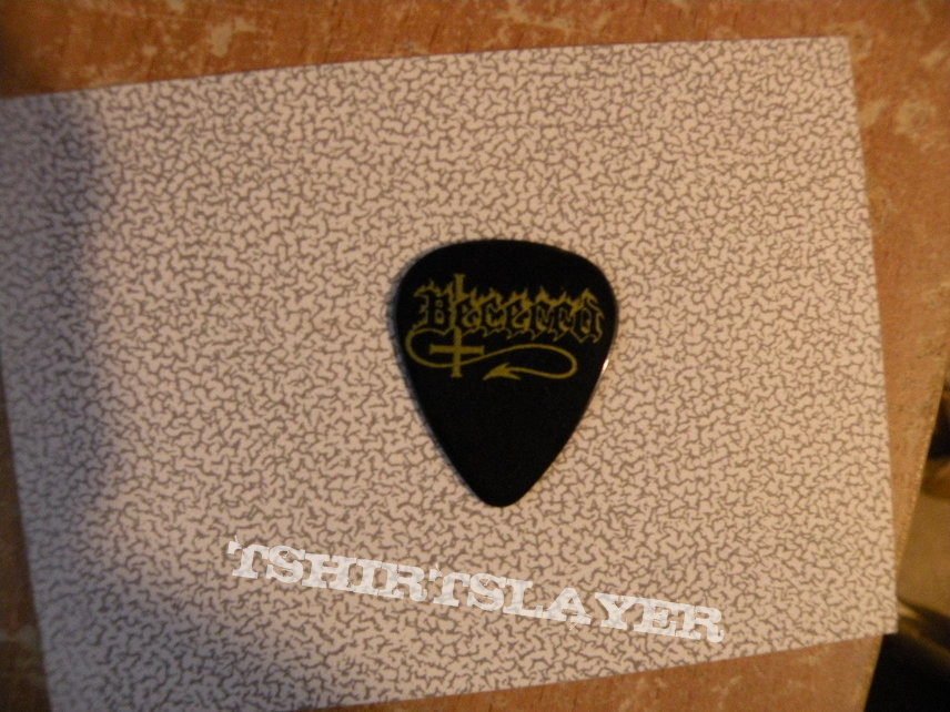 Possessed plectrum