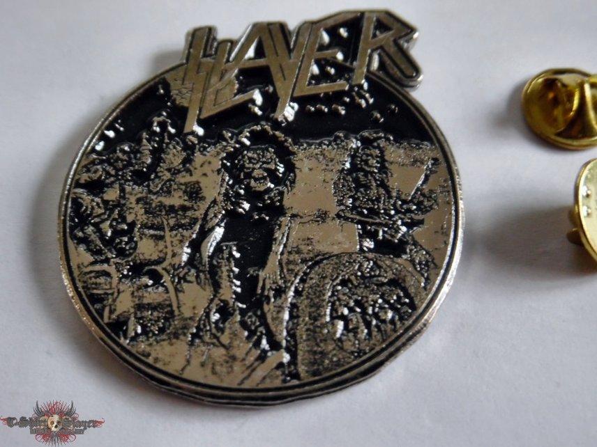 Slayer shaped  pin badge  n7