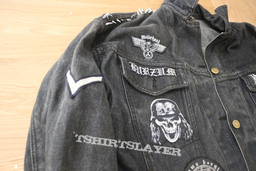 My first battle jacket - WIP - Black death thrash punk battle vest (All black & white)