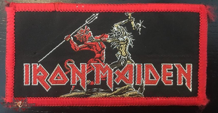 Iron Maiden - Run to the Hills - Red Border Patch