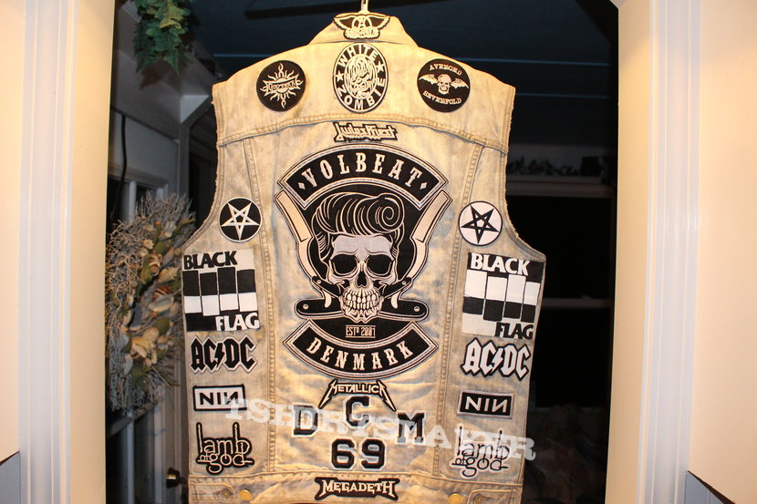 battle vest  (faded grey with all b&w patches.