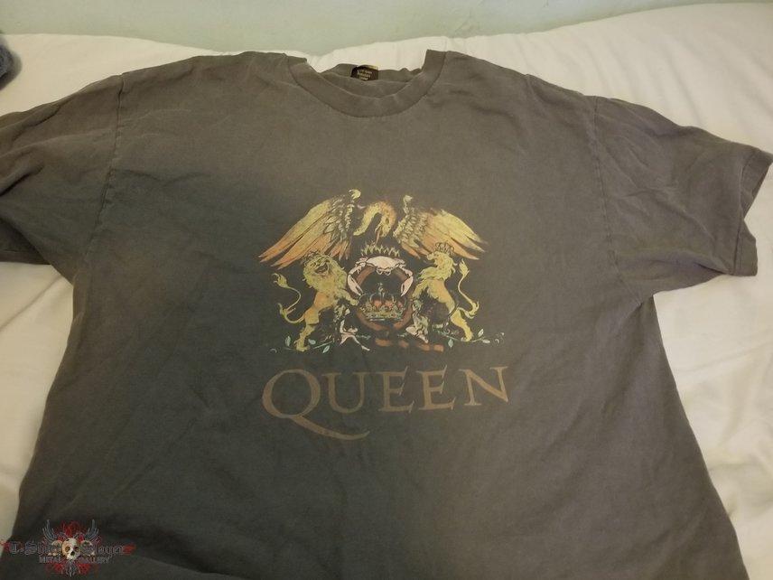 Queen grey shirt