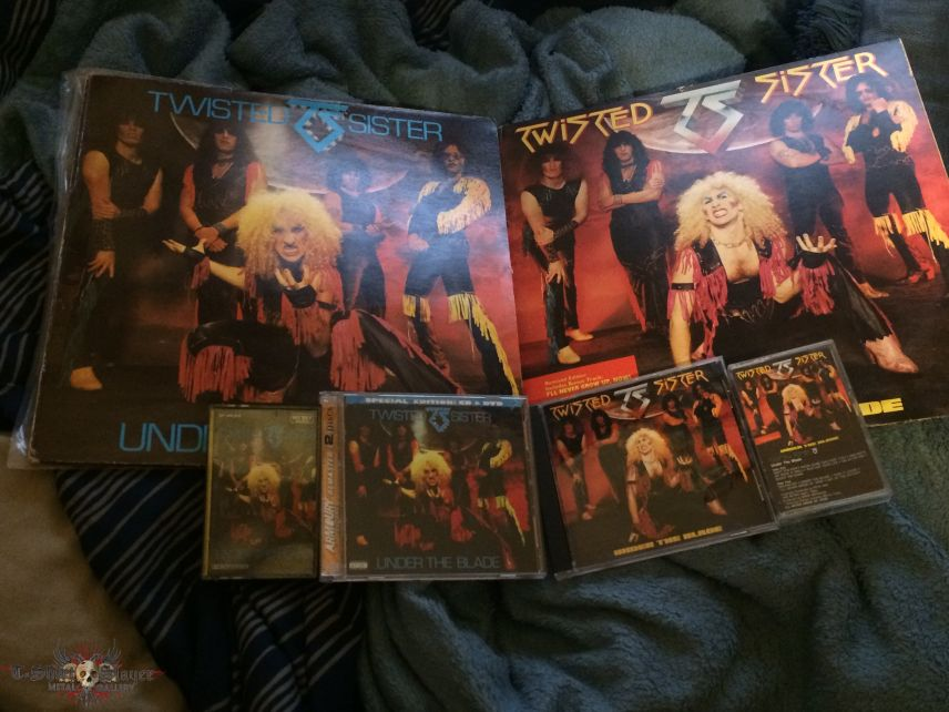 Twisted Sister Under The Blade (Both Versions)